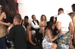 Super Orgy Porno Party, Sc&egrave;ne 1